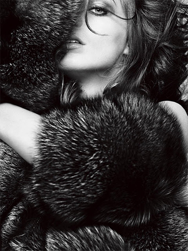 Daria Werbowy back and white picture for V magazine
