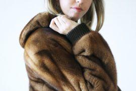 fur_coat_samantha_de_reviziis