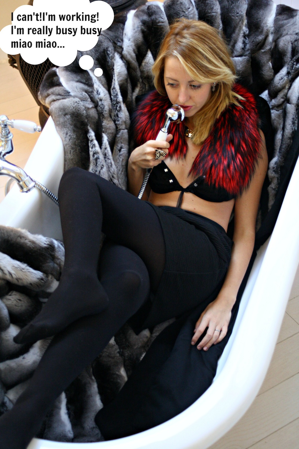 for_red_fur_fashion_blogger