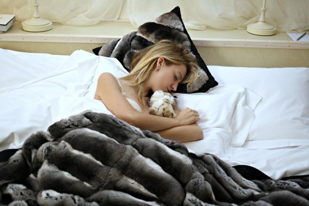 lady_fur_milano_chinchilla_blanket
