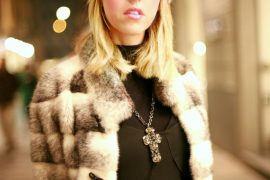 lady_fur_mink_hat
