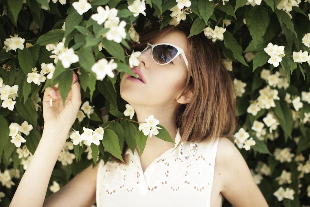 lady_fur_kastoria_flower_greece