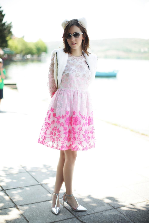 greece_kastoria_blogger_lady_fur_coat