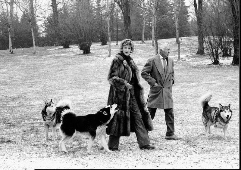 marella agnelli gianni agnelli dogs lawn
