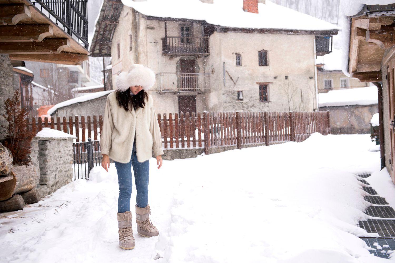 lady fur white fur coat