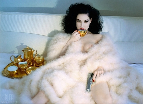 dita voontese with withe fur blanket